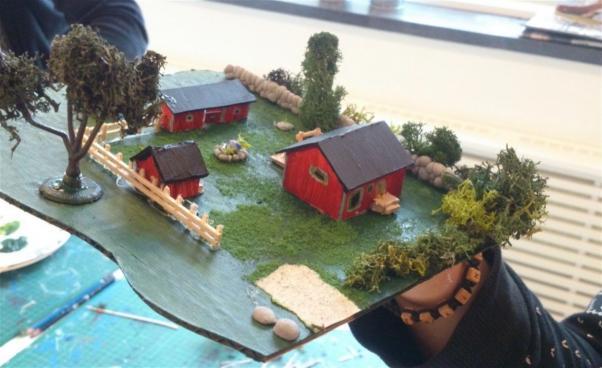 Modellhus med träd. Foto