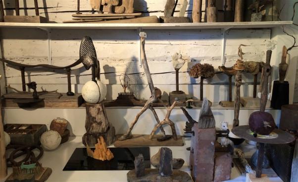 Figurer, skulpturer i trä och sten